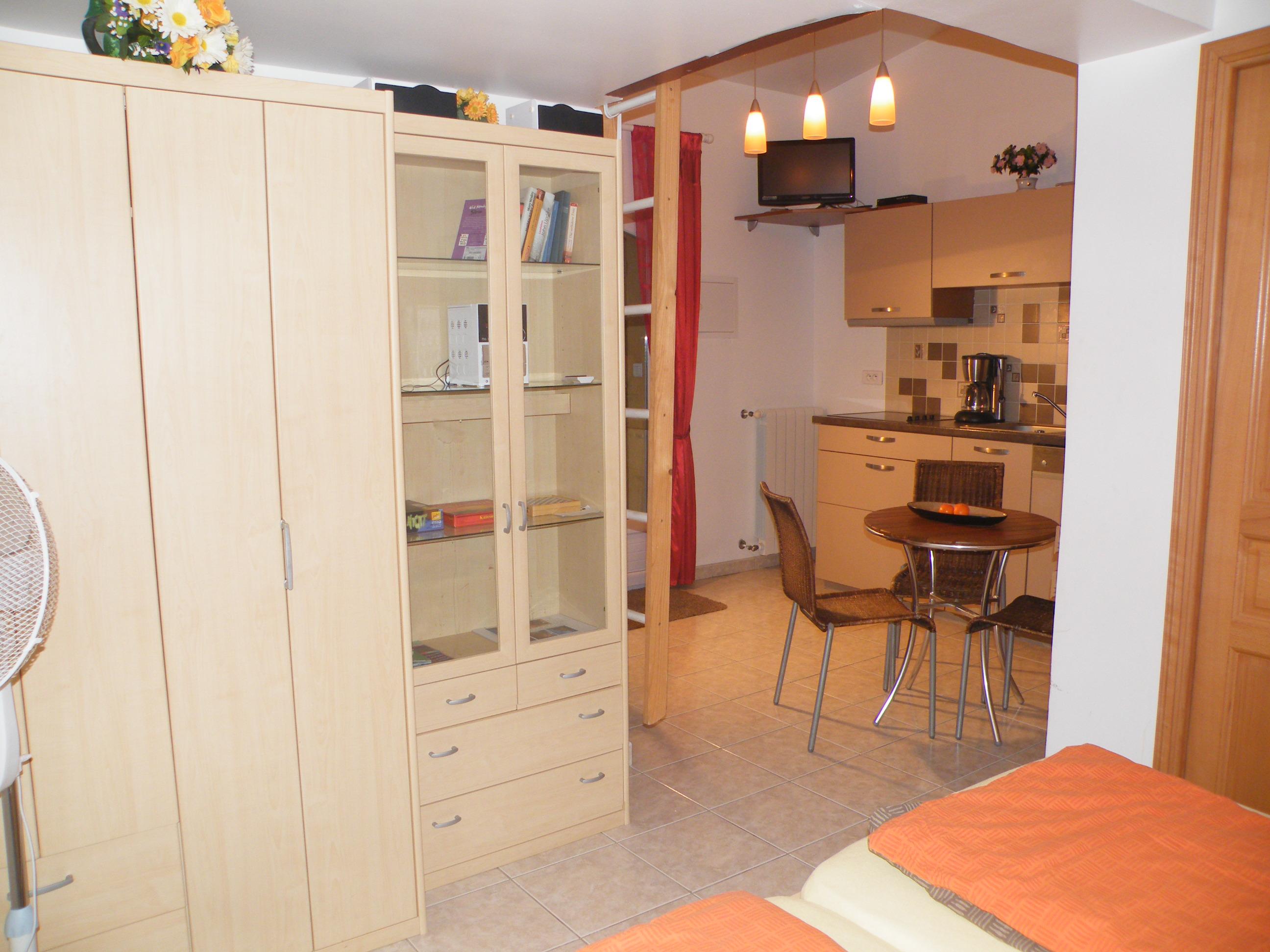 kleiner tisch kche trendy large size of modernes. Black Bedroom Furniture Sets. Home Design Ideas